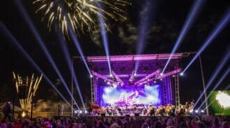 2016-Fireworks-Symphony-2-600x500