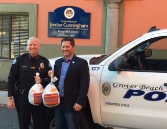 Assemblyman Cunningham distributes turkeys